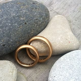 #Ringar i #återvunnet #guld och #handgravyr invändigt #jewelry #vigselring #vickleby #ekoguldsmed #nofilter