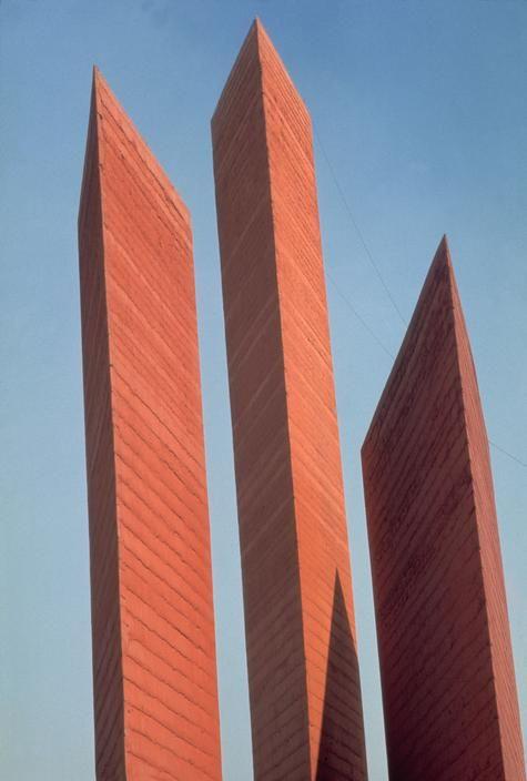 Torres de Satelite by Mathias Goeritz Luis Barragan