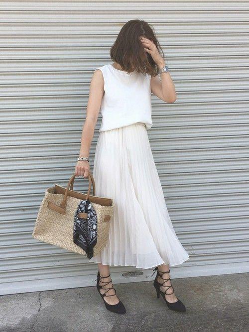 数々のHIT商品を生み出しているユニクロからまた出ました♡春夏コーデに大活躍間違いなしの〝シフォンプリーツスカート〟。2990円とは思えないユニクロのシフォンプリーツスカートを使ったフェミニンコーデをご紹介します♡