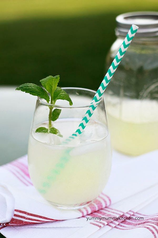 How to make healthy, detoxifying lemonade without any added sugar.
