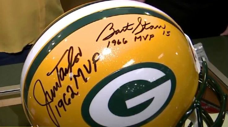 Crsradio.com  FlatBridge  Master Z's in Waukesha opens early on Packers' Game Day; offers green & gold memorabilia and more! WAUKESHA - Master Z's has EVERYTHING you could imagine when it comes to Green Bay Packers gear and sports memorabilia - and they opened EARLY Sunday, January 22nd ahead of the big Packers vs. #GreenBayPackers  #nfl  #vikings  #dontinterruptmewhile  #orangebowl  #accfootball  #wake http://rock.ly/rl9pb