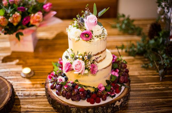 Wooden rustic cake base.