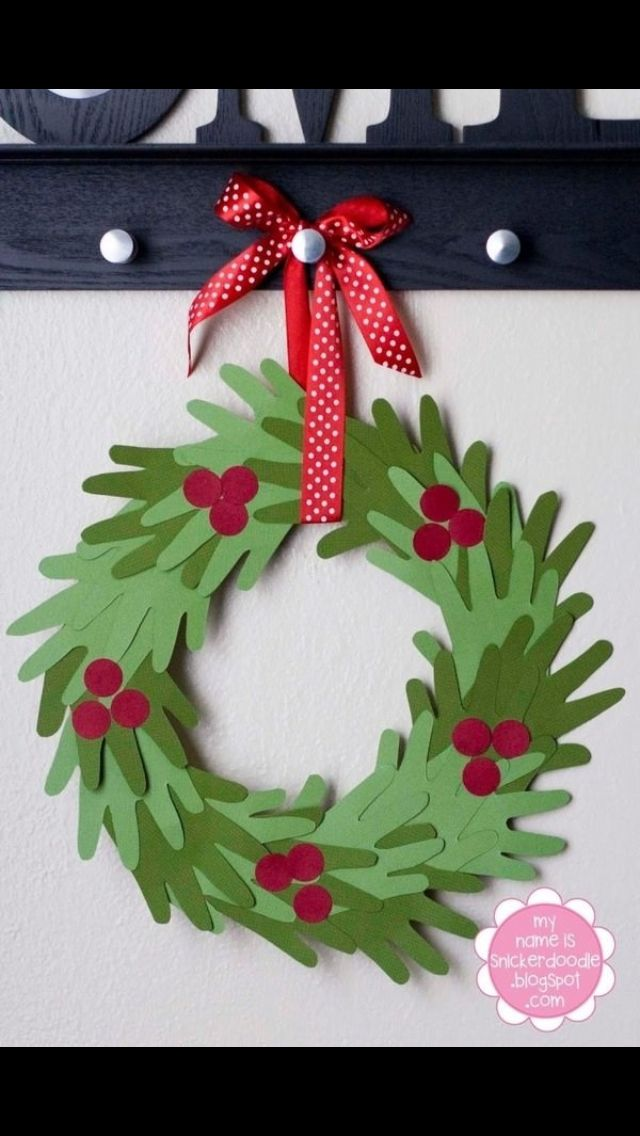 Handmade Christmas Craft - Wreath from Hands.  This can be a very good project to do with my nephews and niece! :D