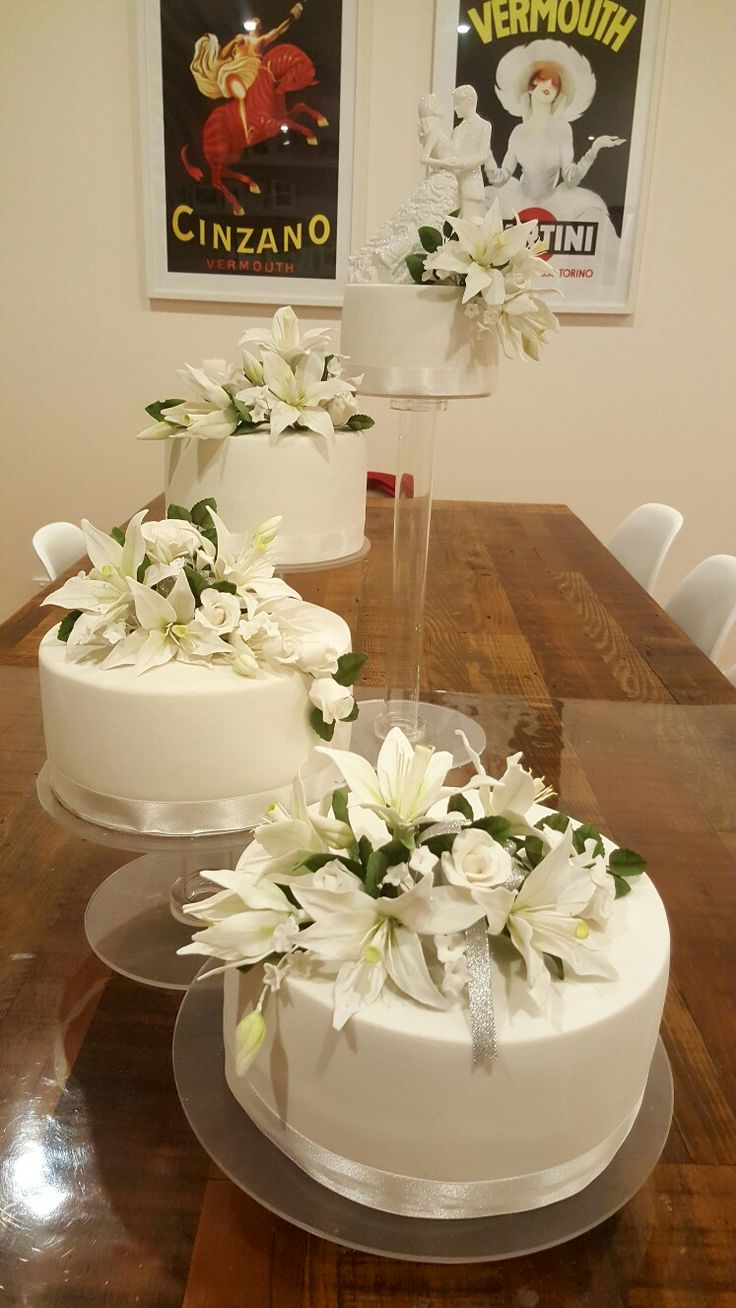 Fondant and sugar paste flowers wedding cake