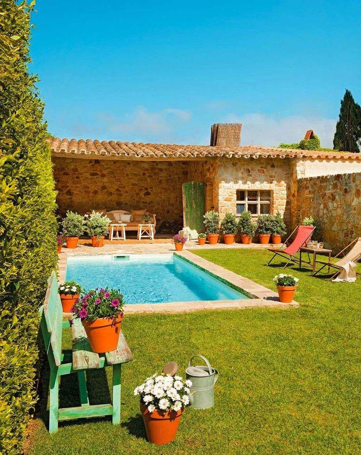 Jardim com piscina projeto pinterest piscinas casas - Piscinas alargadas y estrechas ...