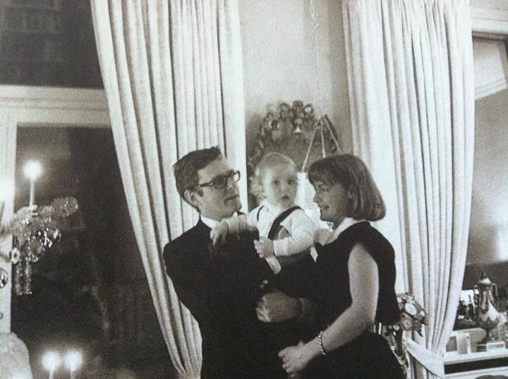Romy avec son mari et leur fils pour l'un des premiers Noëls de David.