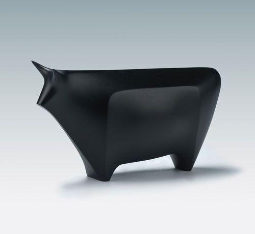 y-10:  Hiramatsu Koshun, Okimono of a Bull, c1939–43
