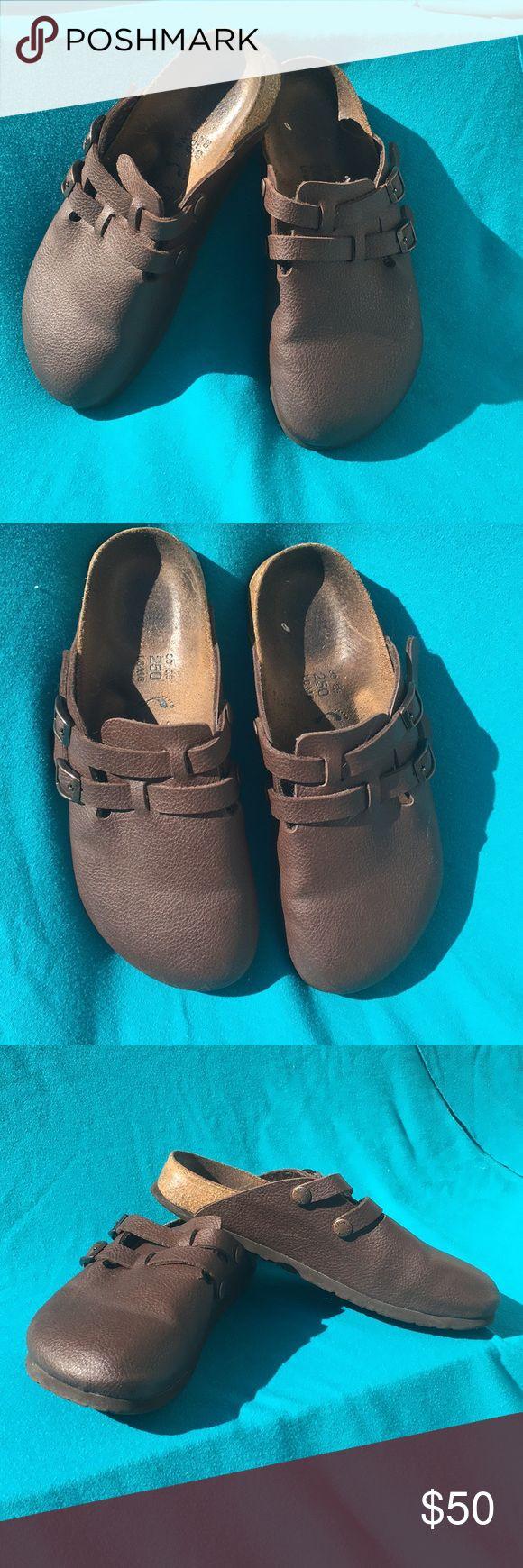 Birkenstock Brown Clogs Size Ladies 8 Men 6 EUC - Birkenstock brown Clogs. Ladies size 8 men size 6. Fits an 8.0-8.5 by Birkenstock sizing chart (euro size 39 on Birkenstock sizing) Birkenstock Shoes