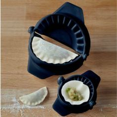 IMUSA IMU-71096W Dumpling & Empanada Press. The IMUSA 2 pack dumpling and empanada press is a handy tool for prepping dumplings and empanadas. Use the small and large plastic molds to easily stuff any