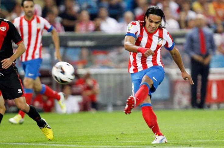 Falcao remata al arco frente a Rayo Vallecano #Falcao #AtleticoMadrid