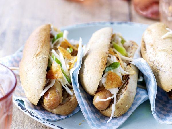 Gegrilde kippenworstjes met volkorenbroodje en koolsla (Libelle Lekker!)