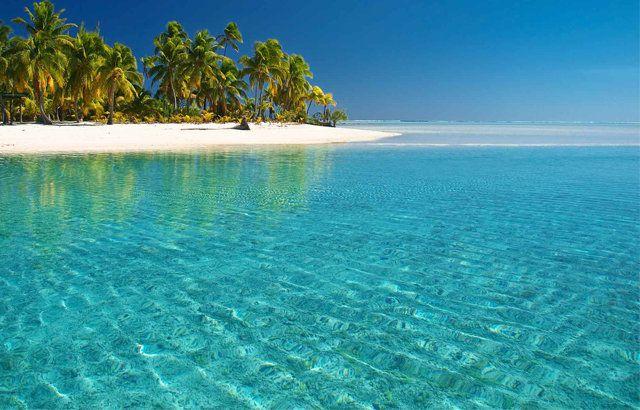 Tuvalu, Büyük Okyanus'ta, dokuz adet mercan adasından oluşan Polinezya ülkesidir. Avustralya ve Hawaii'nin arasında bulunmaktadır. Komşu ülkeleri Kiribati, Samoa ve Fiji adaları olan Tuvalu, 26 kilometre karelik bir yüzölçümüne sahiptir.