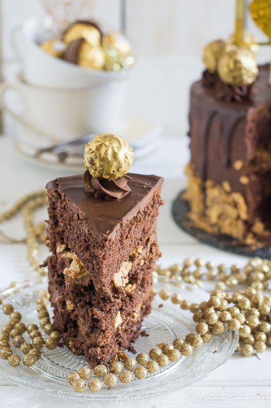 No hay mejor manera de empezar la temporada navideña , que con una Tarta con sabor a Ferrero Rocher. El bizcocho de la tarta es ...
