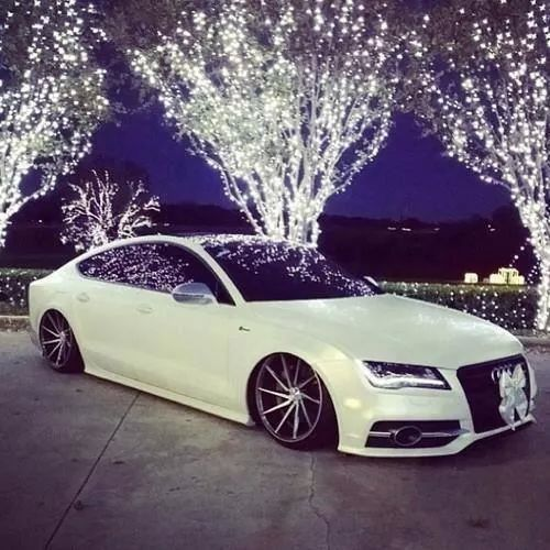 Audiiiiiiiiiii.... <3 My dream Car...Wish I cud get it with a magnificent surprise like dis..