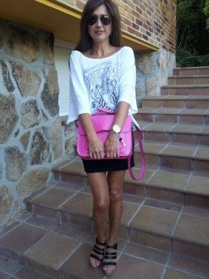 carmenhummer Outfit  plataformas falda tubo Satchel Misako  Primavera 2012. Combinar Bolso Rosa chicle Misako, Camiseta Blanca Levis, Cómo vestirse y combinar según carmenhummer el 26-6-2012