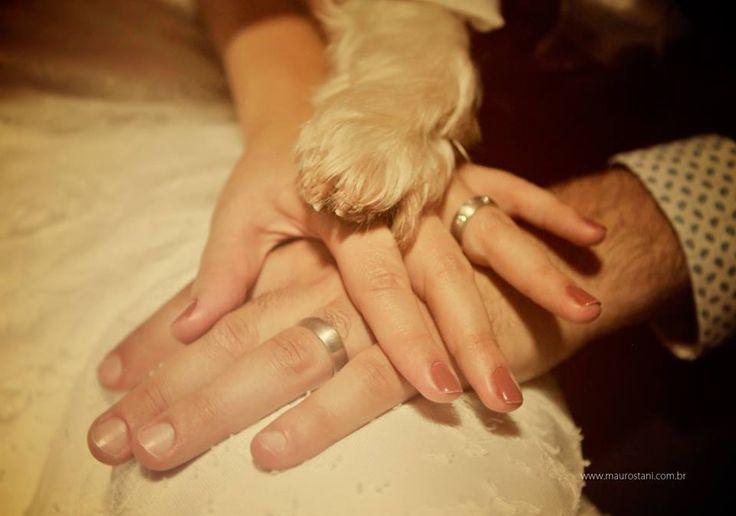 Noivos com o seu cachorro