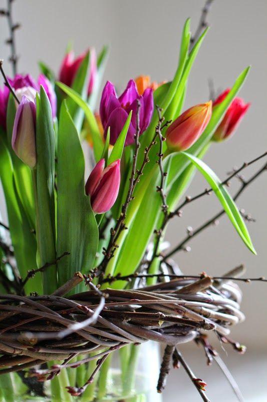 TULIPANER PÅ BORDET - Tulips on the spring table