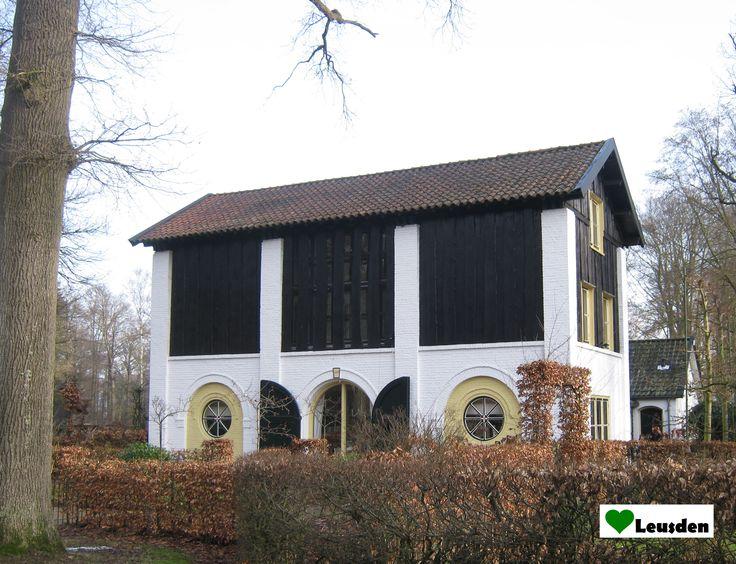 Voormalige Ossenstal op landgoed Den Treek