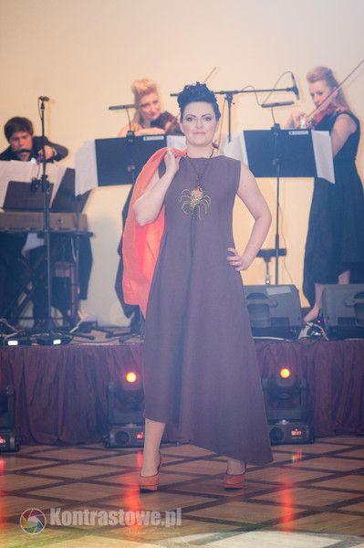 lniana czekoladowa sukienka - Estera-Grabarczyk - Sukienki ekologiczne