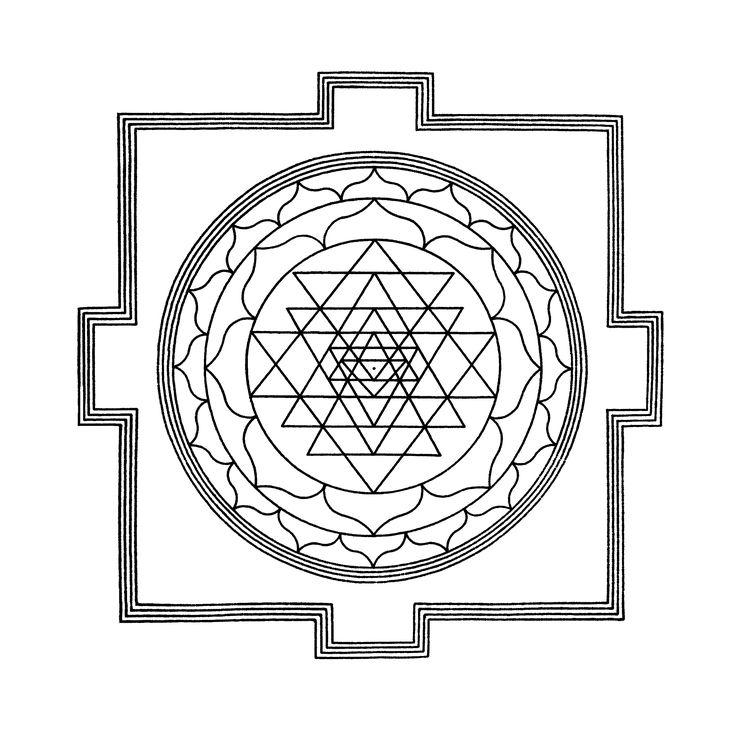 """Lo Sri Yantra (vedi Figura 1) mostra un percorso attraverso i livelli dei chakra a partire dall'esterno ed andando verso l'interno. Il quadrato esterno ha Quattro """"T"""", che si dice siano delle porte. Questi tipi di Mandala sono allineati con le direzioni, e questo vale anche per la formazione che e' apparsa nel lago dell'Oregon. Il primo passo, attraverso le porte, simbolizza il primo chakra. Ciò e' seguito da un loto a 16 petali che e' il secondo chakra, quindi il loto ad 8 petali"""