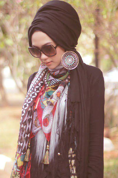 black turban, Turban fashion in many looks http://www.justtrendygirls.com/turban-fashion-in-many-looks/