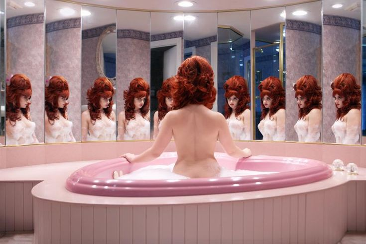 Selfies take centre stage at the Saatchi Gallery for new exhibiiton - Notion Magazine