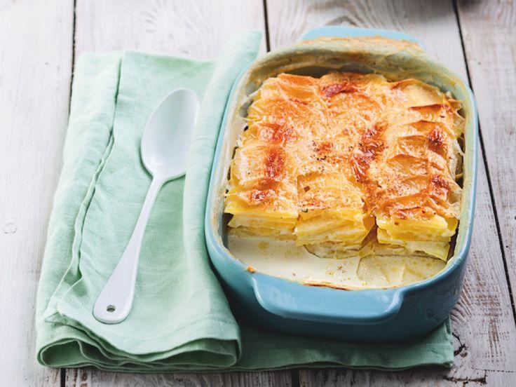Découvrez la recette du gratin dauphinois, un plat facile à concocter dont le secret du moelleux tient à une cuisson lente et douce.