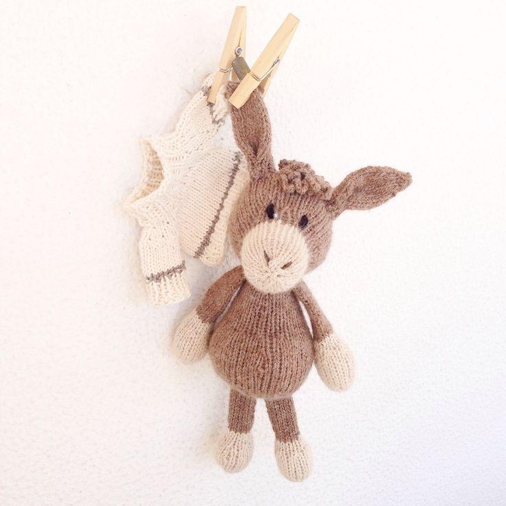Pronto para envio - peluche macio - tricotado à mão - prenda recém nascido - brinquedo bébé - Igor o burrinho curioso by crochetdadita on Etsy