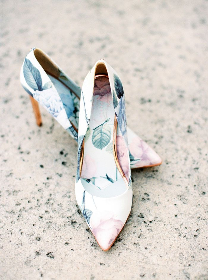 floral pumps for the bride | image via: grey likes weddings