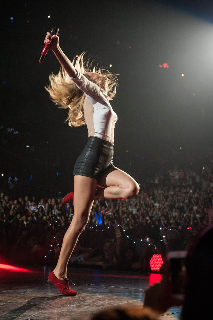 taylor swift red tour. It's the last US tour date tonight :(