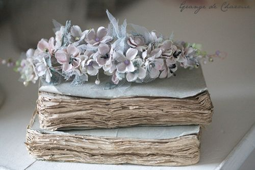 (via Pale Blue Shabby Chic Books with Flowers | via Tumblr | We Heart It)