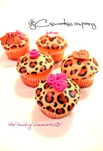 Leopard cupcakes I know many who would love these