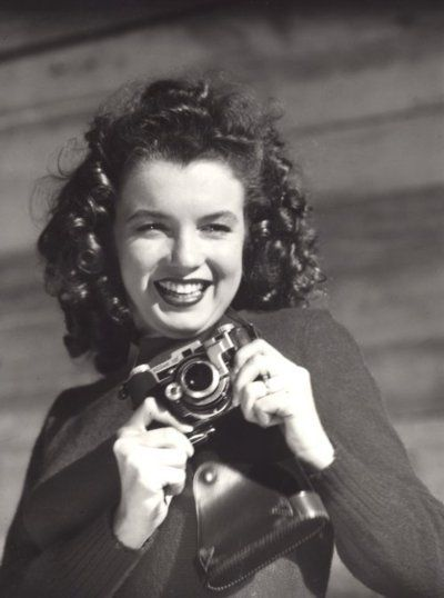 marilyn monroe with camera | Added: Jan 12, 2012 | Image size: 400x538px | Source: mmalinbegins ...