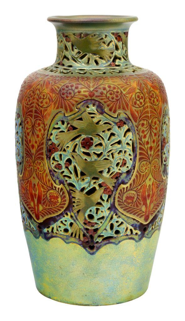 Zsolnay - Áttört váza,1906 Fazonszám: 7750 (nehezen kivehető), M / Height: 22,5 cm Jelzés: pontkörös, öttornyos Zsolnay márkajelzés Forma-és dekorterv: Darilek Henrik 2015/le 1,9m