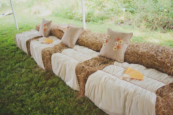 Haystack seating - for fall weddings. Use old quilts or blankets.: Farms Wedding, Outdoor Wedding, Idea, Outdoor Seats, Hay Bale Seats, Straws Bale, Country Wedding, Wedding Seats, Lounges Area