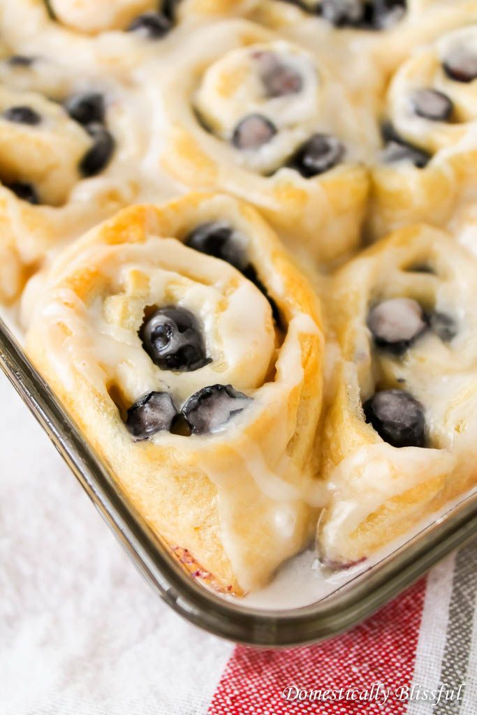 Quick and Easy Blueberry Sweet Rolls | A great breakfast or brunch recipe for a lazy morning