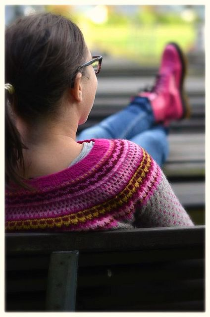 Ravelry: Damejakka Loppa / Flea – a lady's cardigan pattern by Pinneguri
