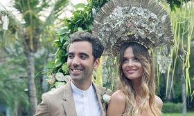 Ιωάννα Ντεντή: Ο γάμος και το οικογενειακό κειμήλιο   Η Ιωάννα Ντέντη και ο αγαπημένος της Ζαν Φιλιπ Ντουμένγκ έκαναν και δεύτερο γάμο -μετά τον πολιτικό στο Παρίσι- στο Μπαλί όπου ζει ο  from Ροή http://ift.tt/2xBm5x3 Ροή