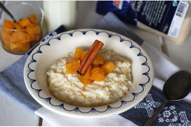 Ris- och korngrynsgröt med vaniljmarinerade apelsiner  Den klassiska risgrynsgröten hör väl julen till om något! Här är en variant som innehåller både risgryn och korngryn. Toppa med vaniljmarinerade apelsiner, tänd några ljus och njut av en frukost med rejäl julkänsla!