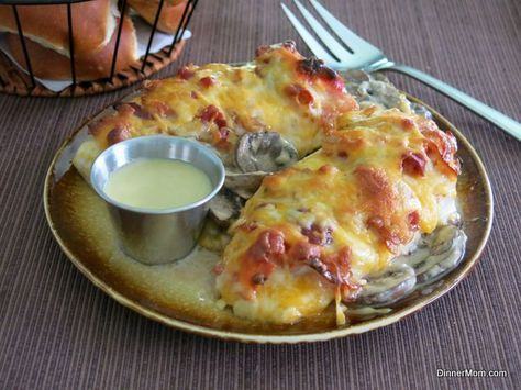 Alice Springs Chicken Copycat Recipe - The Dinner-Mom: Chicken, bacon, mushrooms, Monterey Jack cheese and honey mustard sauce makes a delicious combo of creamy, smoky, spicy yum. Quickly made and very tasty. Served with green beans and crusty bread. 10/10