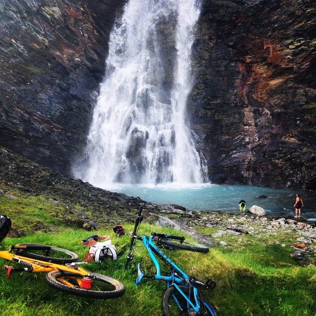 Biking to Rottenvikfossen in Lyngen Photo: Magic Mountain Lodge