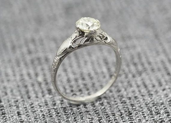 Bague de fiançailles platine édouardienne antique w / .80ct lumière jaunâtre Old European coupe diamant