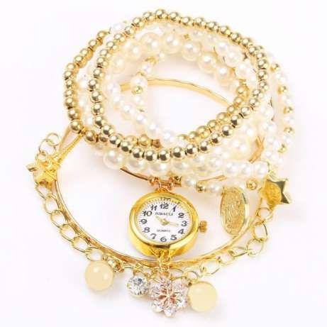 Женские часы JUBAOLI 1107 цвет золото  • • • www.goo.gl/vx6qnC   •Многослойные кварцевые женские часы с цепочкой. Круглый циферблат.  Основные особенности: • Кварцевые часы с шести слойными тонкими браслетами.  Вы можете выбирать какой слой сегодня одеть либо же сделать микс из нескольких.  • Кулон со снежинкой выглядит ослепительно  • Золотой цвет корпуса часов, Выглядит очень благородно и элегантно • Корпус из нержавеющей стали, прочная структура и долговечный в использовании…