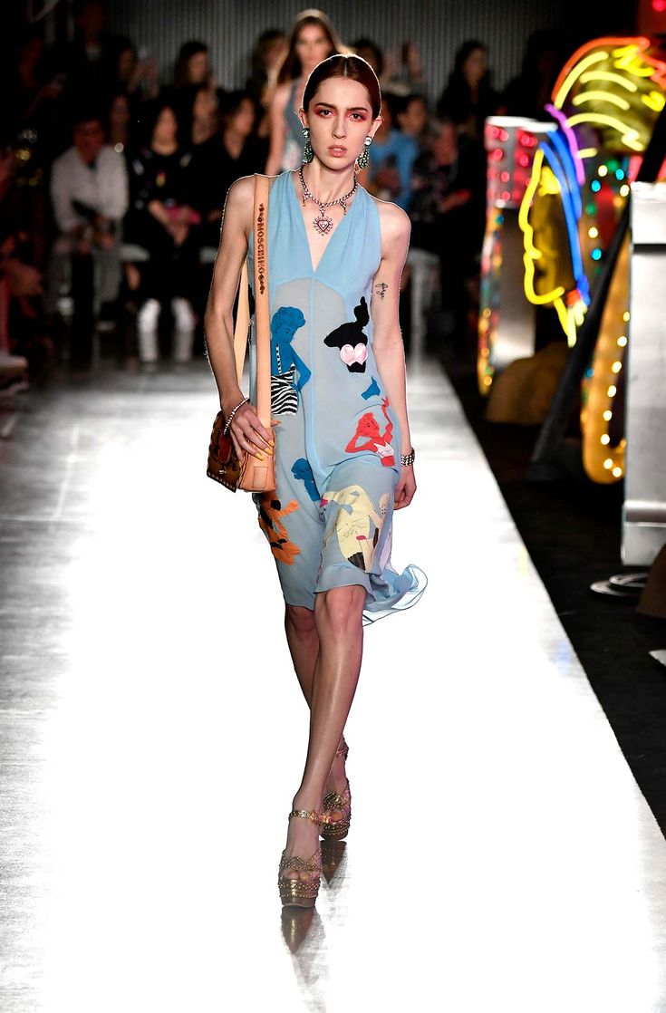 Moschino S/S 18 Menswear and Women's Resort Collection - See more on www.moschino.com