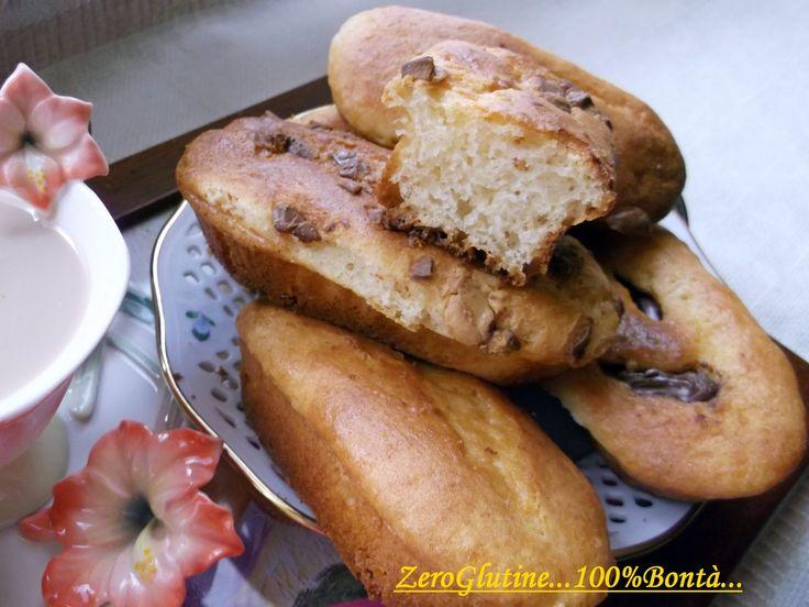 5-20 mini plumcake (o uno stampo da 24 cm) 300 gr di Farina  300 gr di Philadelphia 300 gr di zucchero 3 cucchiai di olio di semi 5 cucchiai di latte 3 uova 1 bustina di vanillina 1 bustina di lievito per dolci gocce di cioccolata, marmellata, nutella o cacao a piacere
