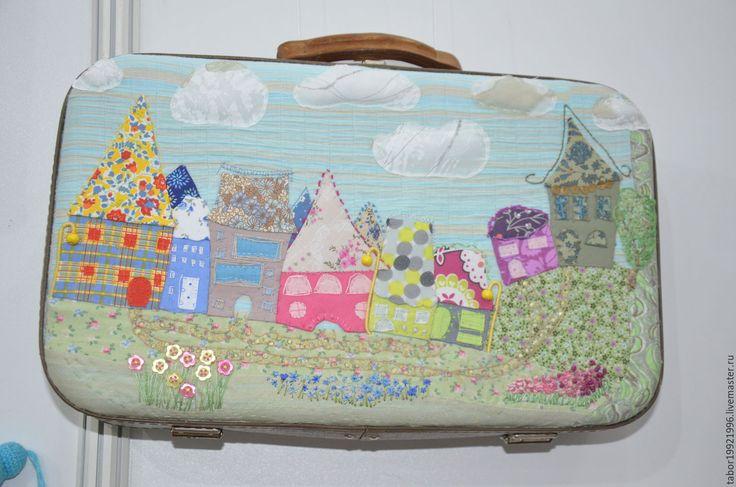 Купить Маленький чемоданчик с цветочным городом - комбинированный, чемодан, советский чемодан, хранение, интерьер