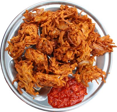 A must taste from Maharashtra 'Kanda Bhaji' the perfect fried food for a rainy evening.. made with onion, green gram flour and chilly powder.. Spicer the better!