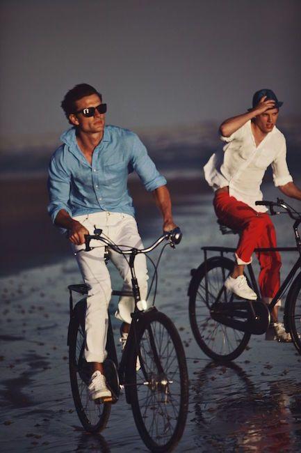 Contrairement à ce que pense les sceptiques, le pantalon blanc n'est pas réservé aux vieux dandies rock ou aux soirées hommages à feu Eddy Barclay. Les plu