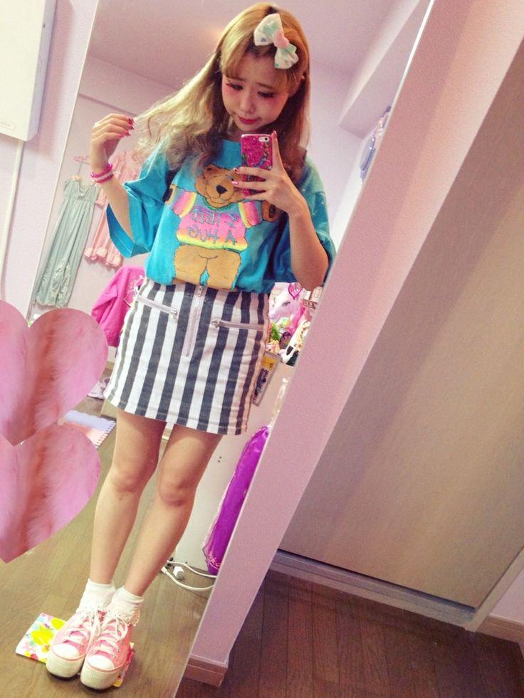 Candy Stripperのスカートを使ったオクヒラテツコさんのコーディネートです。│