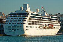 Το Ocean Princess (τώρα Riviera) πλευρισμένο στον Πειραιά. 04/10/2012.